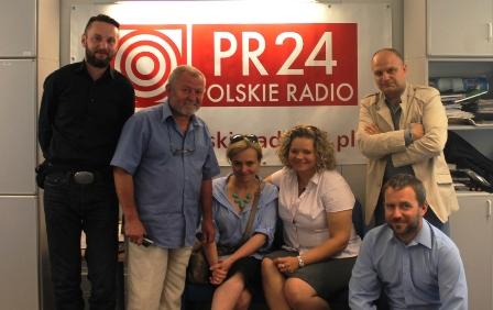 """Radio 24: audycja o warsztatach pisarskich, antologii """"Lato moralnego niepokoju"""" i kreatywności."""