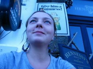 """""""Idę zapuścić brodę."""" O pisaniu, napisaniu i wydaniu książki rozmowa z Kasią Kowalewską, uczestniczką warsztatów pisarskich, autorką """"Pijanego skryby"""""""