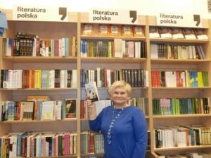 """""""Marzę o trylogii fantasy, a piszę obyczajowe komediodramaty."""" O pisaniu, napisaniu i wydaniu książki rozmowa z Jolantą Czarkwiani, uczestniczką warsztatów pisarskich, autorką """"Nie waż się""""."""